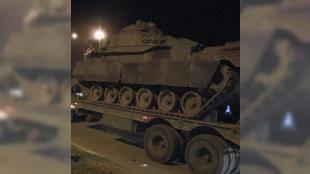 Diyarbakır'dan Şanlıurfa'ya askeri sevkiyat: Diyarbakır 7. Kolordu Komutanlığı'ndan Suriye sınırına gitmek üzere hareket eden 30 araçlık askeri konvoy Şanlıurfa'ya ulaştı