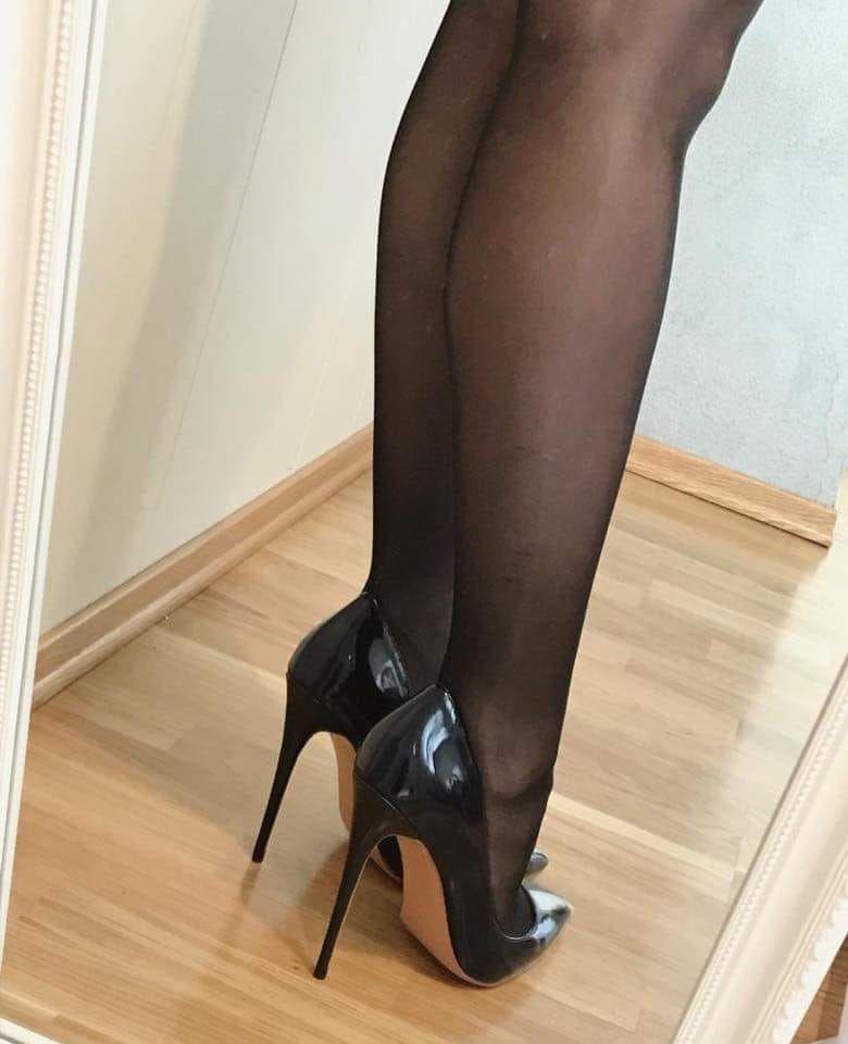75c2a061dcb 🌹 Luscious Legs In Pantyhose.