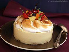 LE TUTTI FRUTTI - Mousse au fromage blanc, mascarpone et mirepoix de fruits frais sur un sablé à la vanille. Le tout surmonté d'une merveilleuse meringue et décoré de fruits de saison.