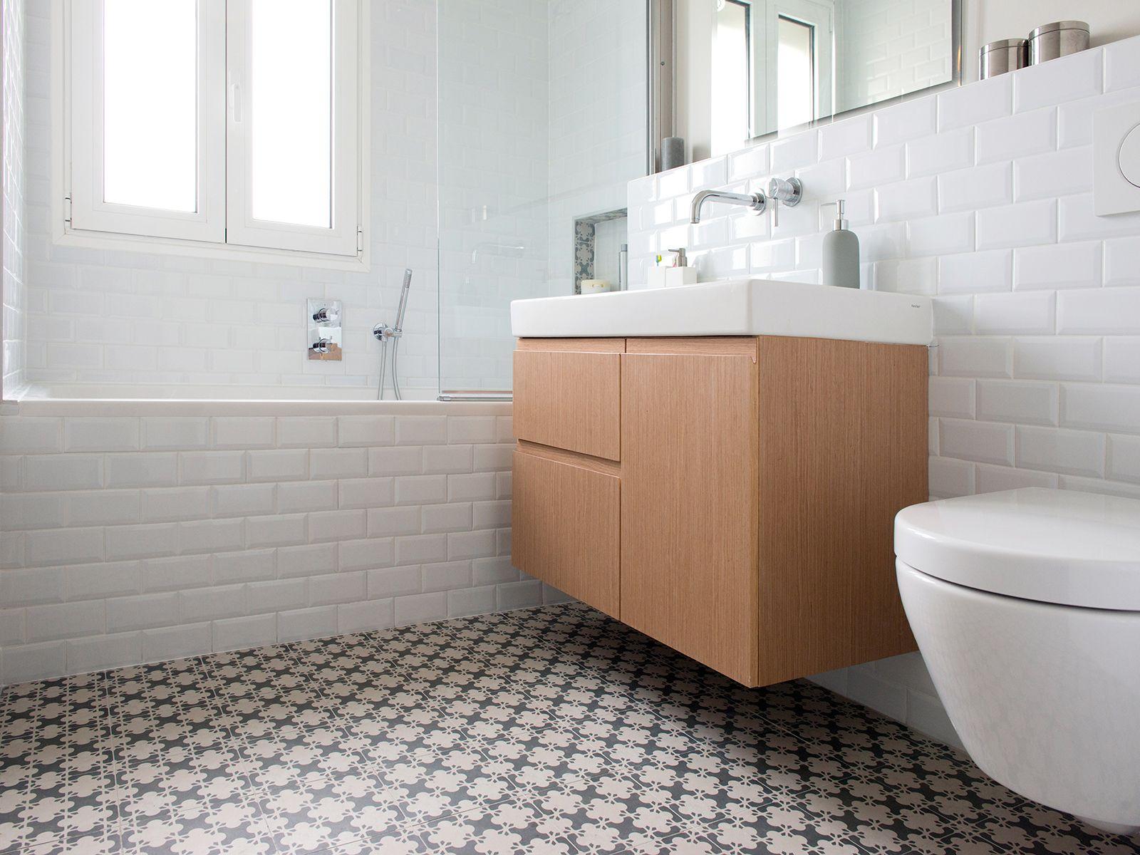 une salle de bain aux tons clairs dans l 39 air du temps carrelage azulej de mutina fa ence m tro. Black Bedroom Furniture Sets. Home Design Ideas