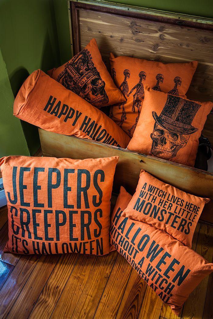 Halloween Themed Throw Pillows | #fall #autumn #decorating #decor #halloween