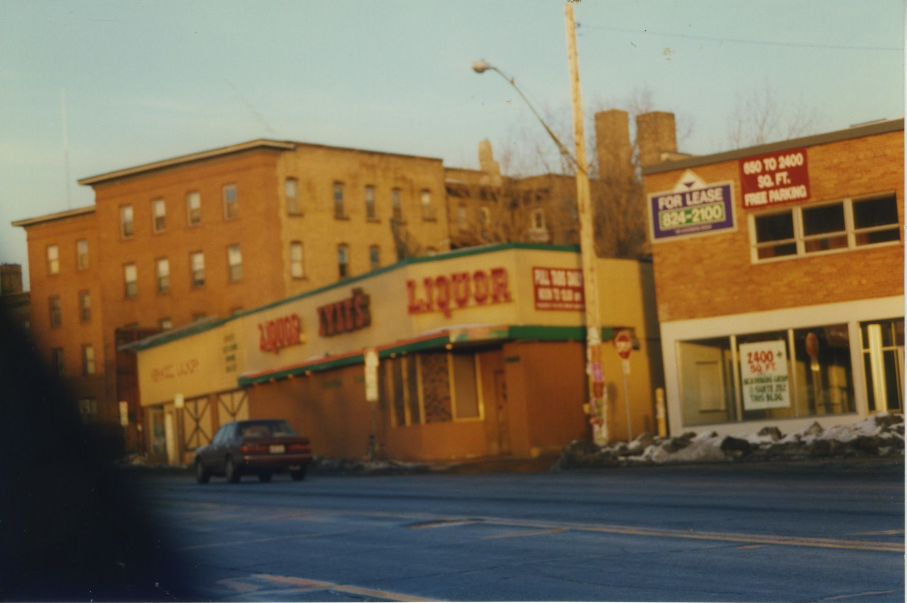 Photographer Willieo Jan 1996 Liquor Lyles And A Laundry Mat No More With Images Dive Bar Laundry Mat