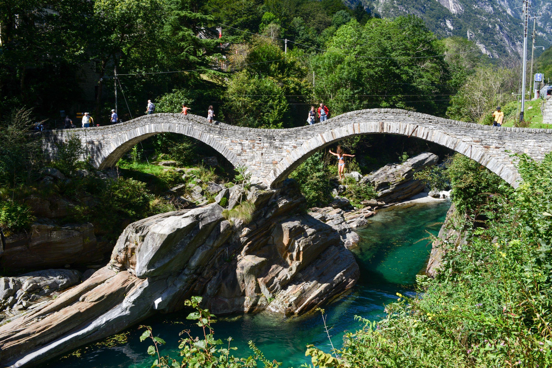Puente en Lavertezzo - Suiza --> www.despegar.com