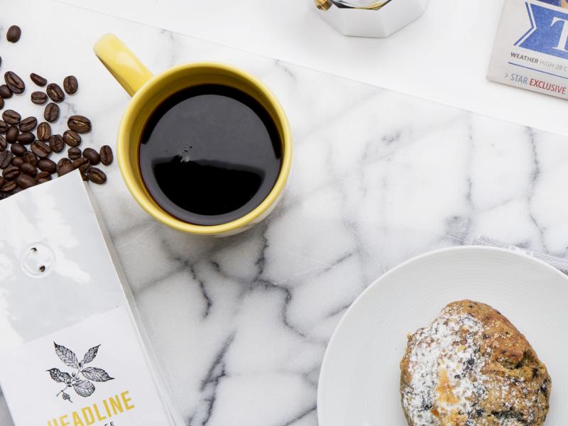 Enjoy your morning #coffee while reading a #newspaper / Godetevi il vostro #caffè mattutino mentre leggete un #giornale ☕️☕️☕️ #Subscription #HeadlineCoffee #TorontoStar #campaign