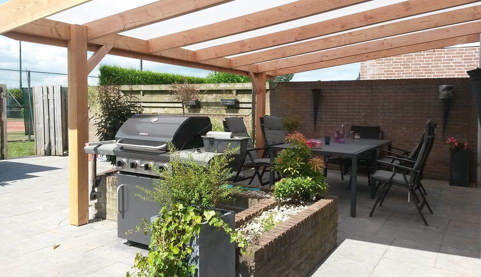 Veranda aan huis schuin dak met polycarbonaat kunststof of