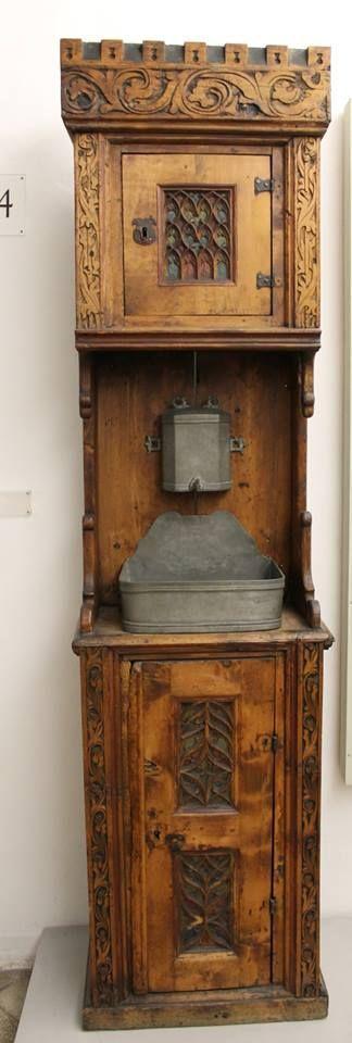 pin von sabine de saintes auf medieval woodworking pinterest antike m bel schrank und. Black Bedroom Furniture Sets. Home Design Ideas