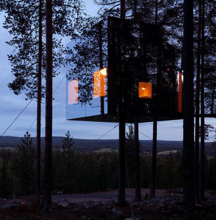 Mirrorcube TreeHouse Hotel In Sweden Built with mirrors to reflect the beautiful forest around it, the Mirrorcube is a beautiful place to relax. The interior is made up of plywood with a birch surface. Six windows provide a wonderful view of the stunning forest.