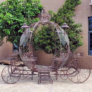 The Luciana Large Round Cinderella Carriage