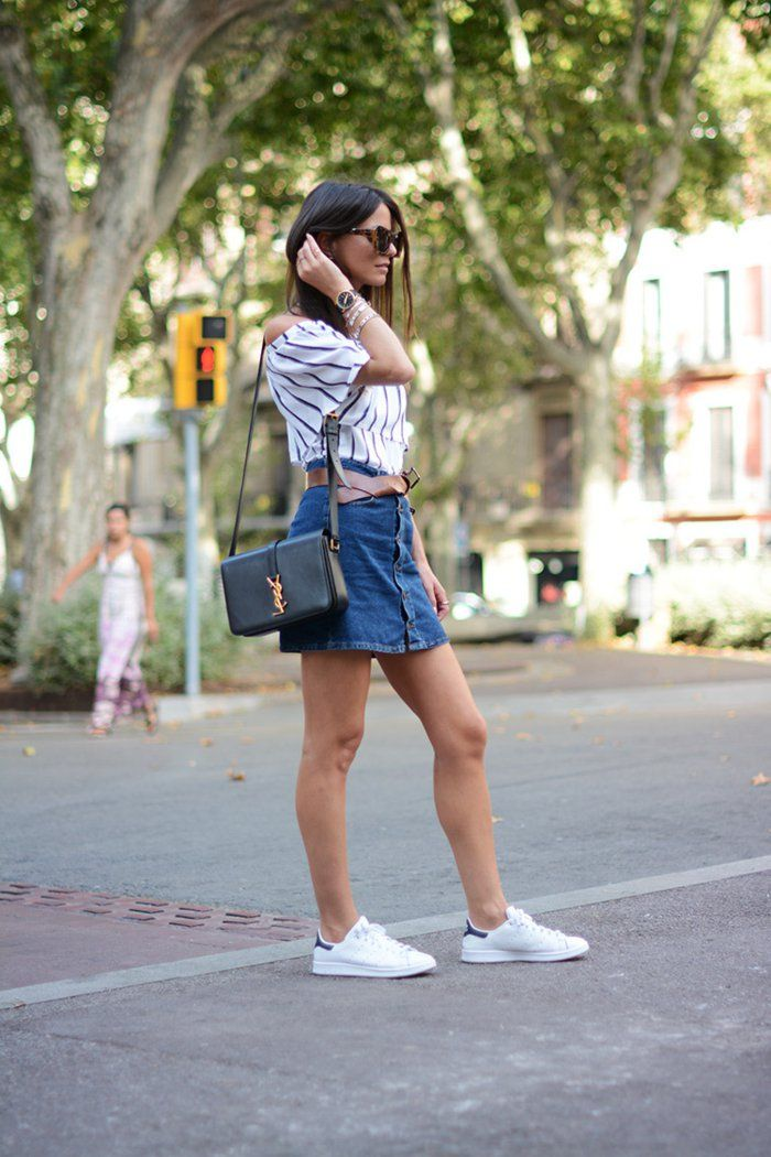 basket-femme-habillée-jupe-courte-à-taille-haute-en-denim-bracelet-paire-de-lunettes-de-soleil bc3e29e4fce