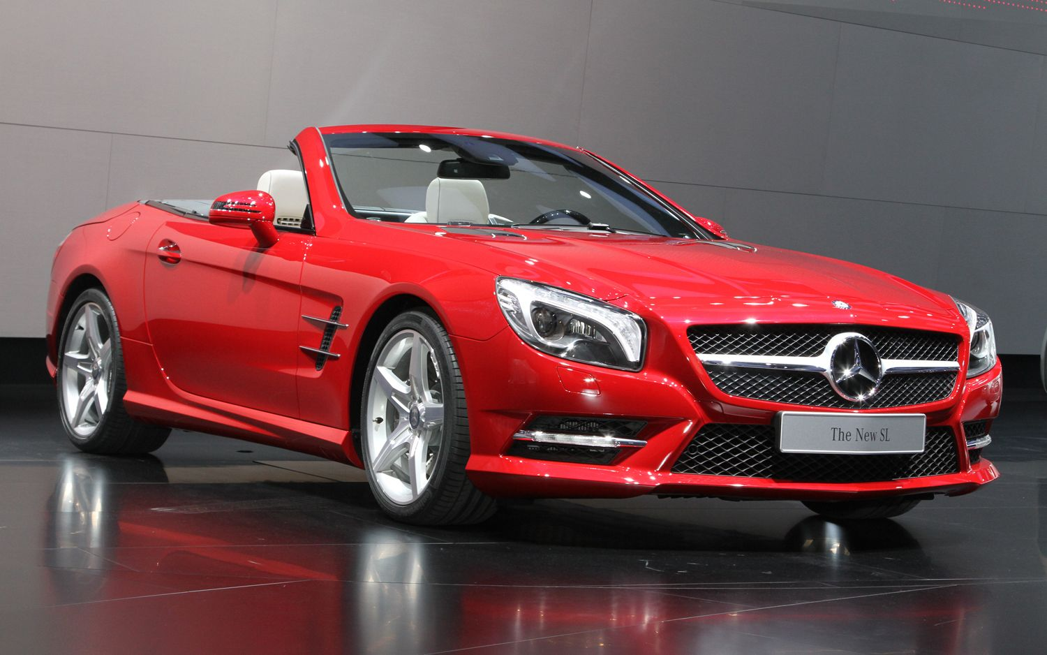 Lease a mercedes sl class red merc convertible for Mercedes benz convertible lease