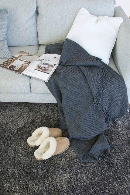 talo markki -grey sofa and grey carpet
