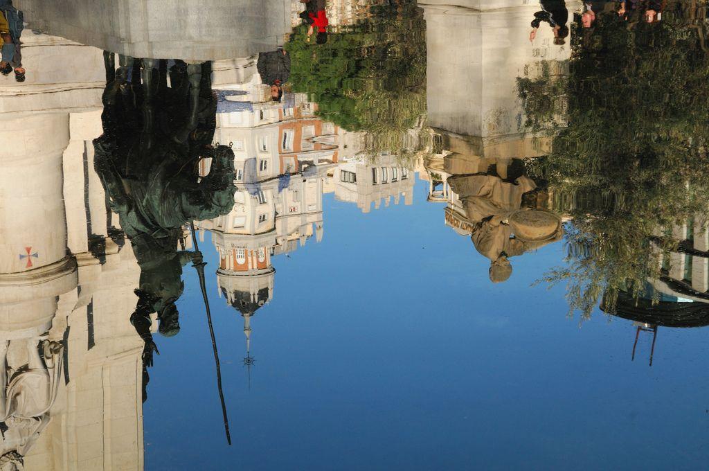 Madrid al revés! Plaza de Espana Madrid Don Quijote de la Mancha