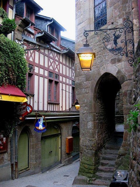 .~Mont Saint-Michel~.