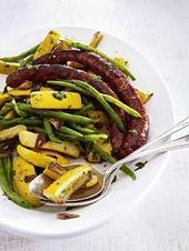 Lauwarmer ZucchiniBohnenSalat mit Lammwürstchen