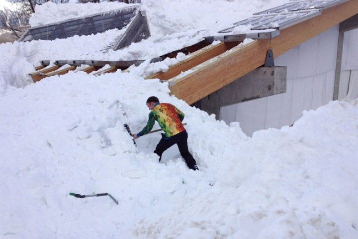 6 Olympic Workers Fall From Roof Of Bobsled Centre While Clearing Snow Roof Fort Saskatchewan Snow