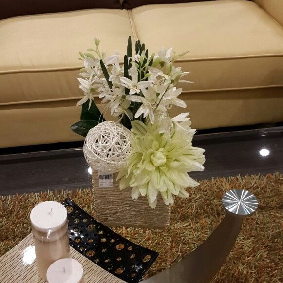 باقة ورد جميلة من تصويري Table Decorations Decor Home Decor