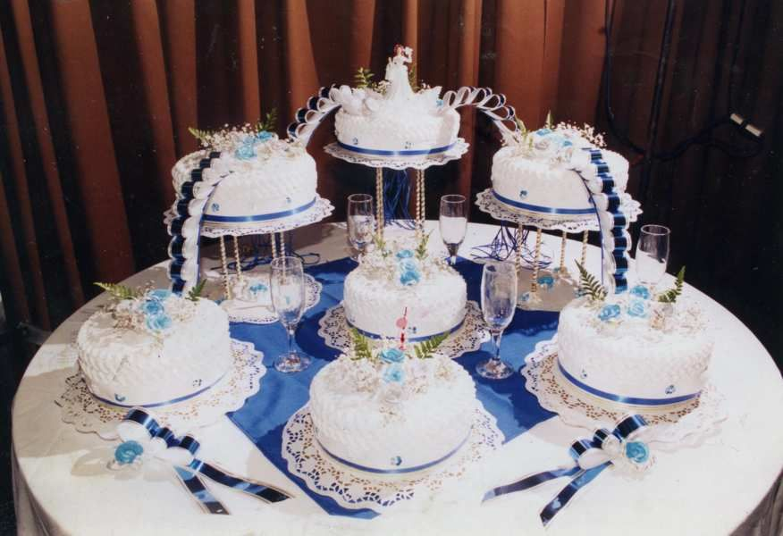 Tortas y pasteles para 15 a os modernos joyeria for Decoracion quinceaneras modernos
