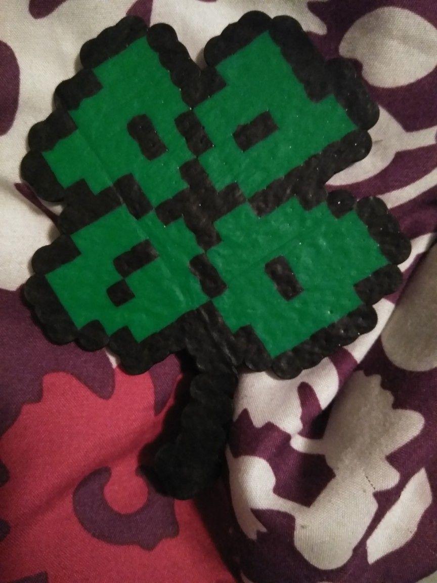 Perler Bead 4 Leaf Clover | Bügelperlen - Irrsinn. | Pinterest ...