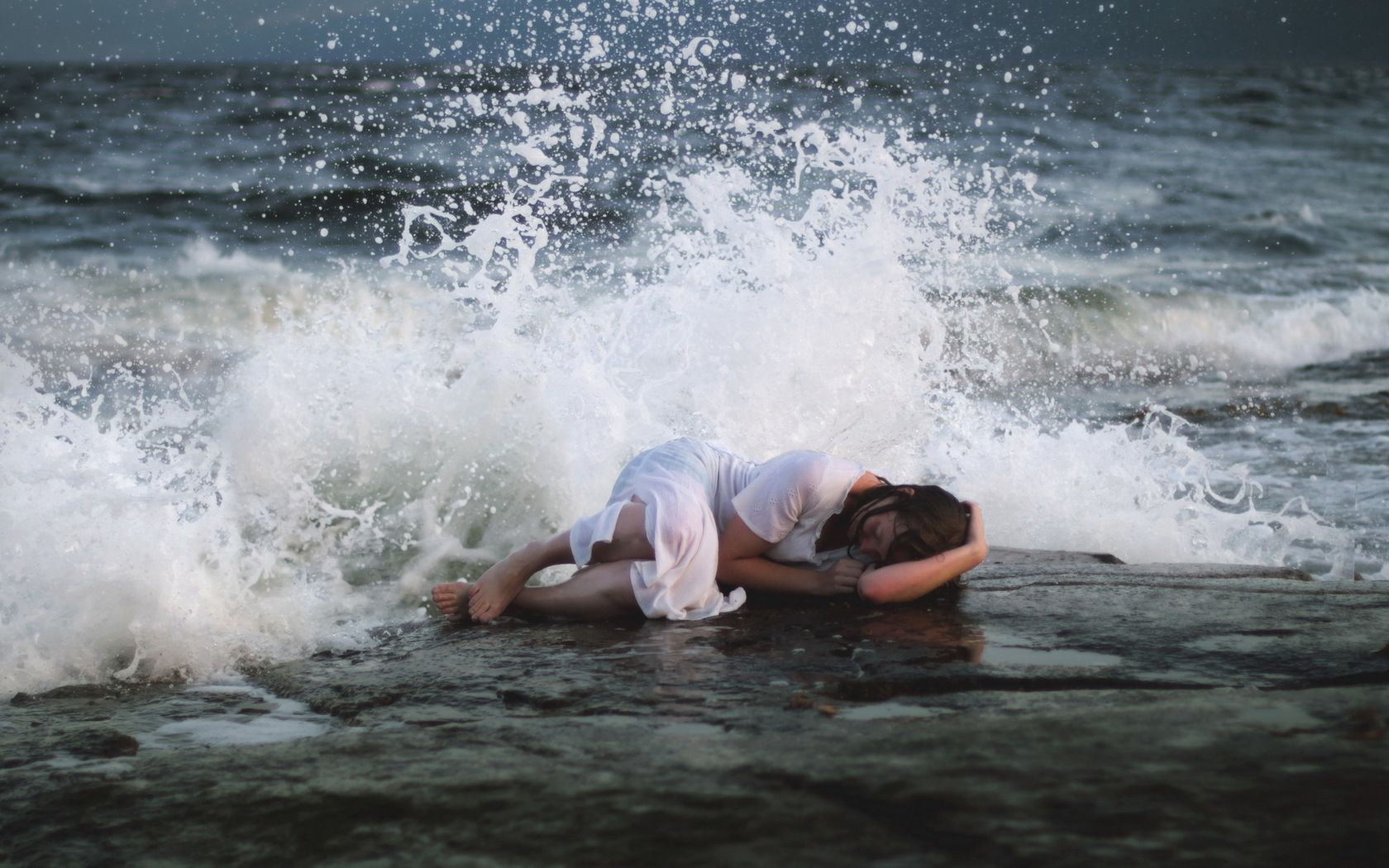 К чему снится что вокруг тебя море и вода бурлящая