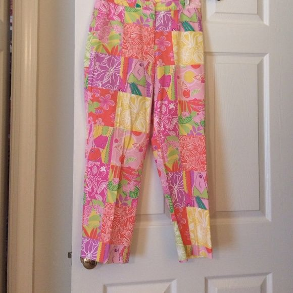 Lilly Pulitzer size 4 Capri good condition No stains size 4 Capri flat front coin pocket Lilly Pulitzer Pants