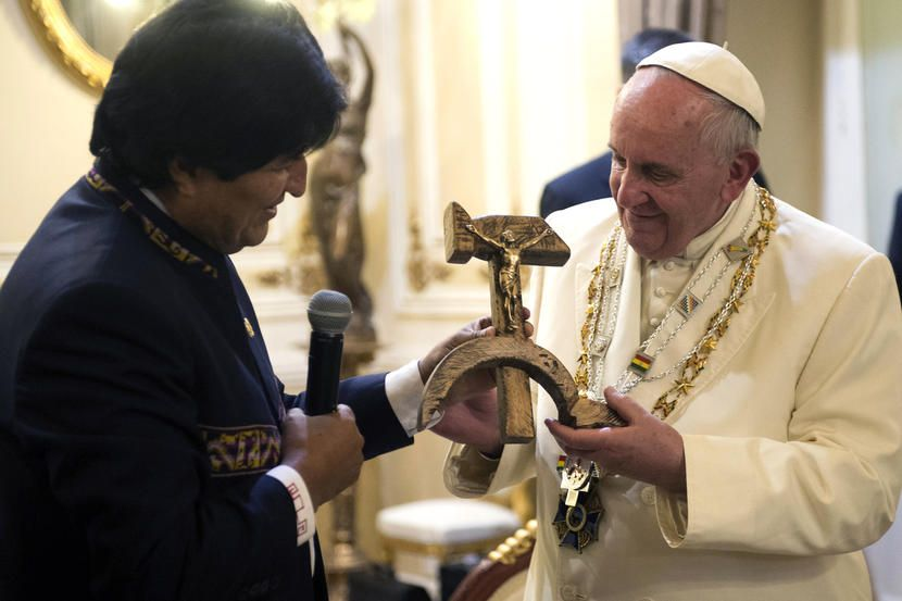 Bergoglio praises Communists