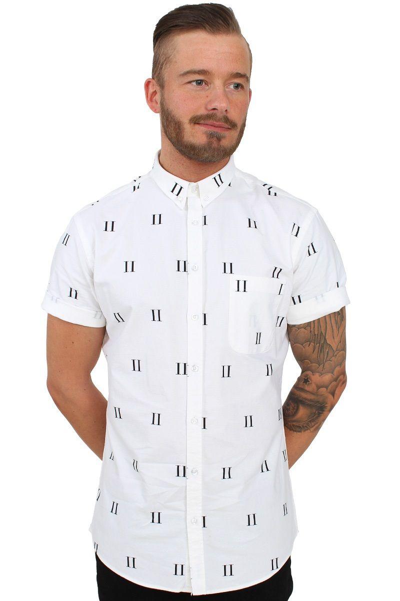 Skjorte af Les Deux i hvid med print på hele skjorten. Printet udgøres af…