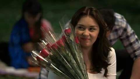 first roses flowers ni Alex bigay n mr. president. kilig naman c Alex.. #dreamDad