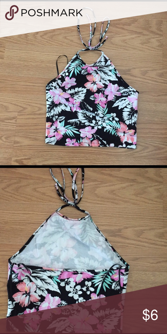 Floral halter top Such a cute top to wear in the summer. Forever 21 Tops Crop Tops