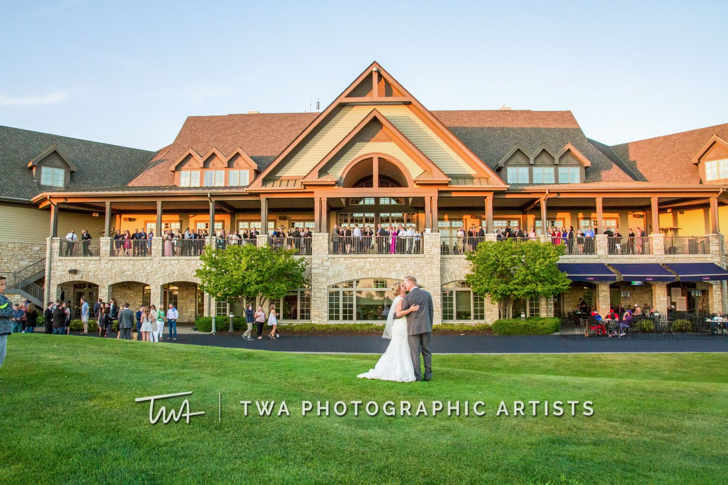 Twa Weddings At Bolingbrook Golf Club Click The Picture To Visit Our Website Photographic Artist Twa House Styles