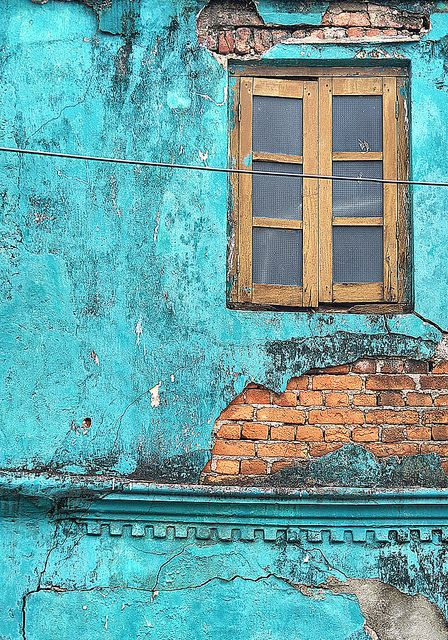 Galle, Sri Lanka - I think I want a wall in our new appartment to be this colour. And then hang it with pictures und photographs. ♥