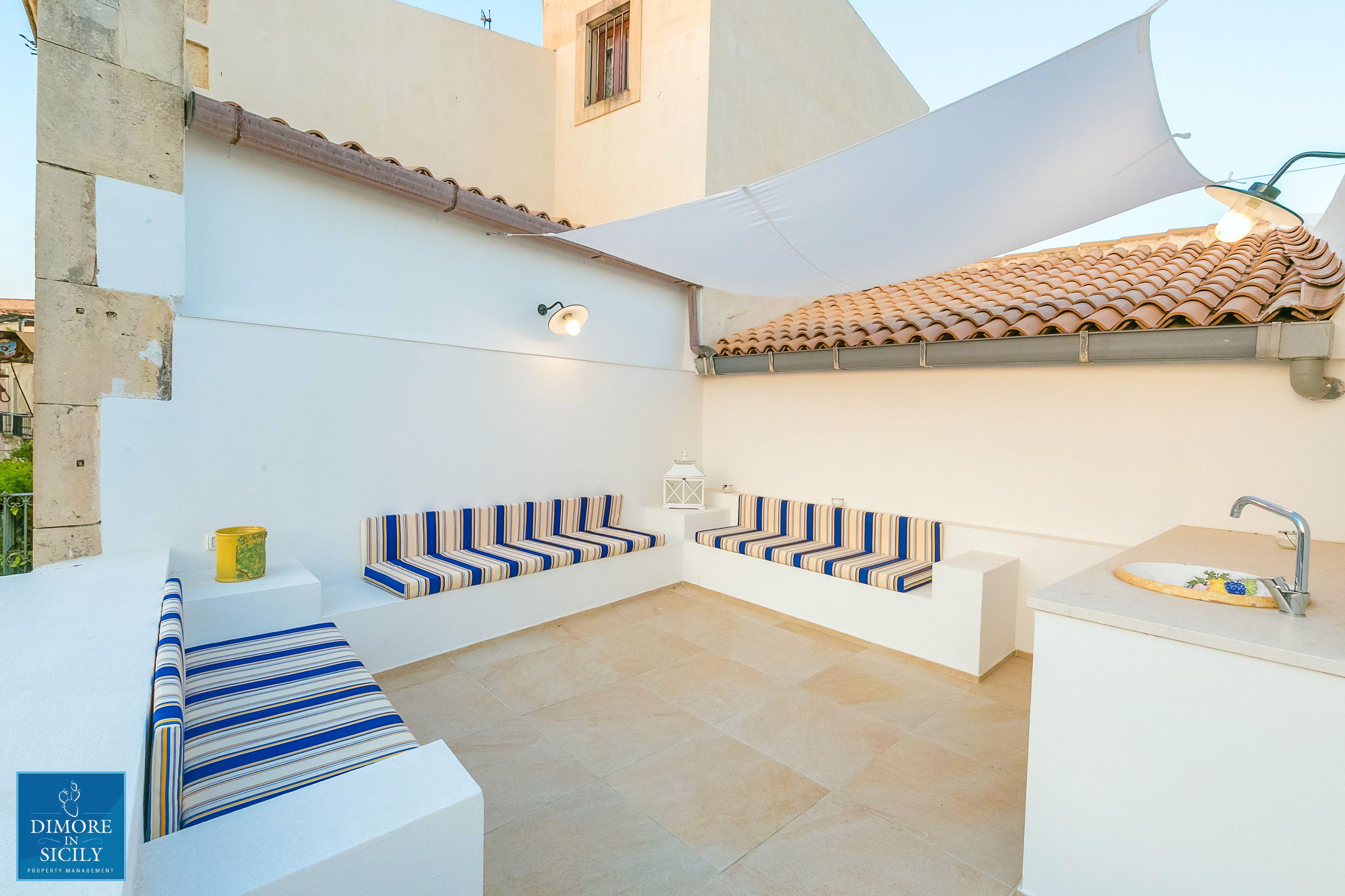 Veronique luxury apartments, terrazza sul mare , by Dimore