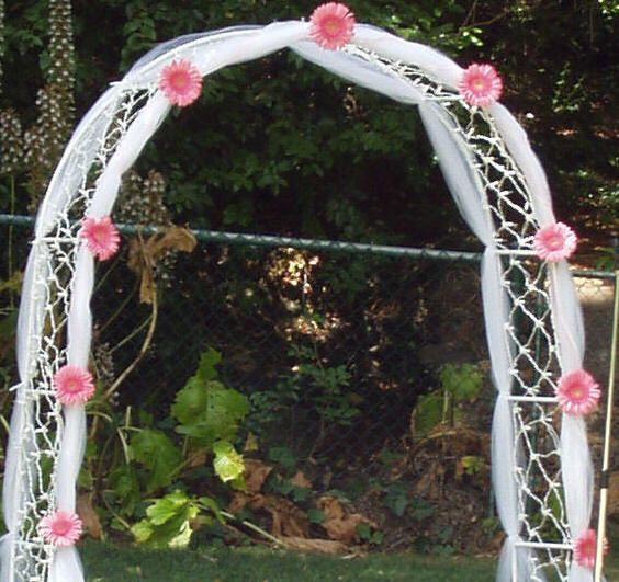 Wedding Arch Decorated With Tulle: Pink Gerbera Daisy Arch Decor