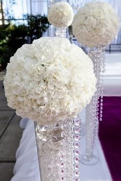 kissing ball centerpieces | Kissing balls made from carnations ...