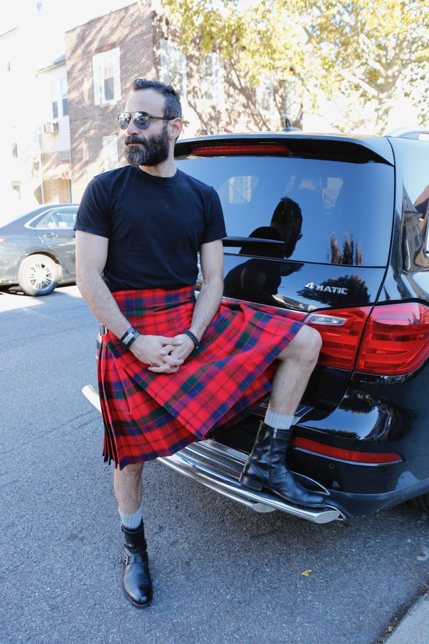 The Robertson Tartan Kilt pays homage to the kilts of the old days in its  colors and style. The main color of this kilt is a candy apple red and it  stands ... 25687cd03f406