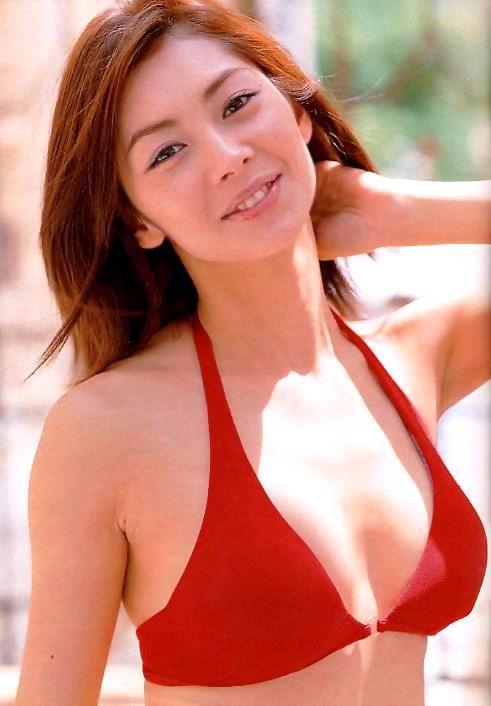 結婚して2人の子育て中*セレブ「伊東美咲さん」の高画質な水着画像まとめ!