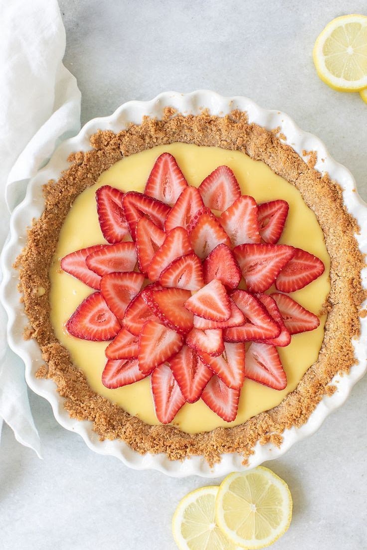 Strawberry Lemonade Pie Recipe - Sugar and Charm