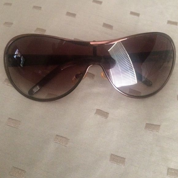 Ralph Lauren sunglasses Brown metal Ralph Lauren sunglasses. A few scratches. In good condition Ralph Lauren Accessories Sunglasses