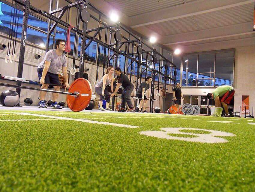 Team building del green team! Osease, mediactiu haciendo CrossFit   Mas detalles sobre los participantes en esta azaña en   http://mediactiu.com/noticias/2015/02/3656/ #crossfitbarcelona #crossfitbcn #teambuilding #diseñografico @crossfitdgnl