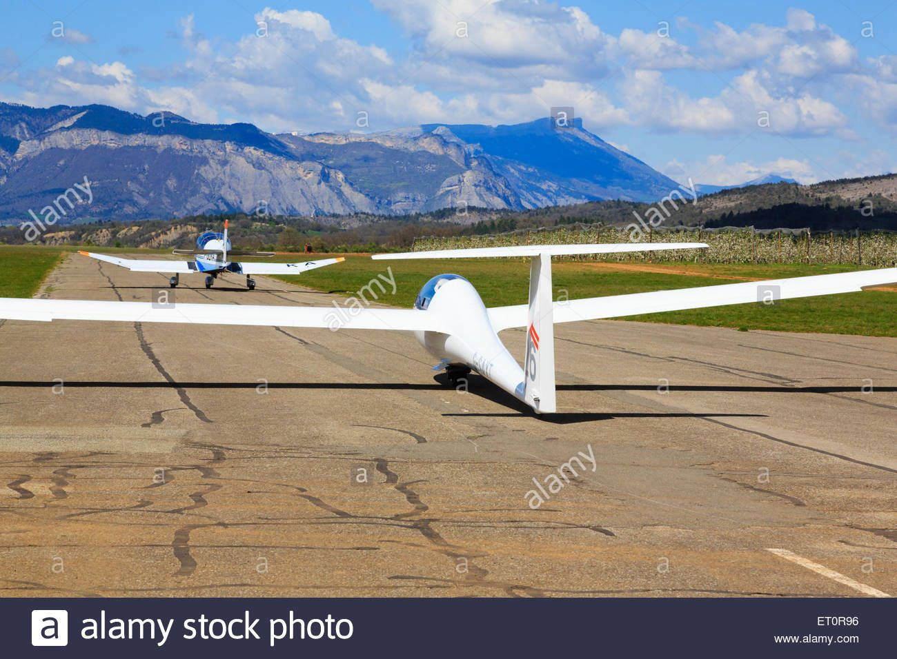 Schempp Hirth Duo Discus Xt Advanced Two Seat Glider Starting Aerotow Stock Photo 83611506 Alamy