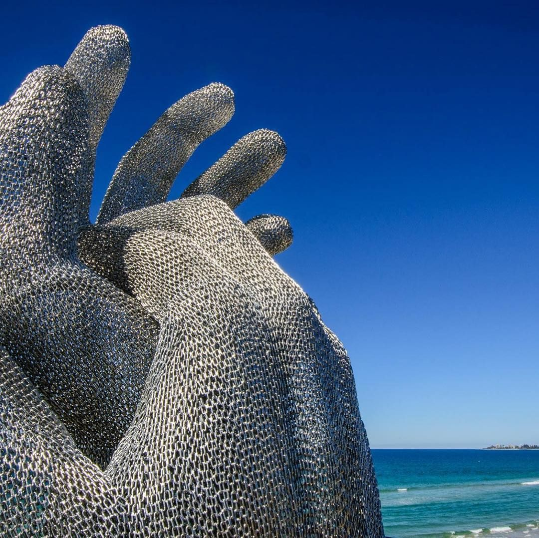 Congratulations to Mike Van Dam for winning the Artist Peer Award 2017 at the Swell Sculpture Festival 2017 for his amazing art work 'These Hands' featuring Miami Stainless chain.  #swellsculpturefestival #swellsculpturefestival2017 #stainlesssteel #art