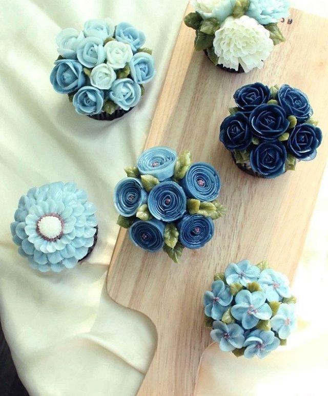 basic course 3rd. #flowercupcakes  #navy Done by student. - - #flowercake #cakeicing #gradationicing ##buttercream #buttercreamflowers #koreanbuttercreamflower #transparentbuttercream #glossybuttercream #glossybuttercream #baking #cake #cakeclass #ggcake #ggcakraft #지지케이크 #지지케이크라프트 #플라워케이크 #투명버터크림 #버터플라워케이크 #블러썸케이크 #버터크림 #韩式裱花 #裱花 #花 #花ケーキ #ケーキ  #蛋糕 #cakebunga