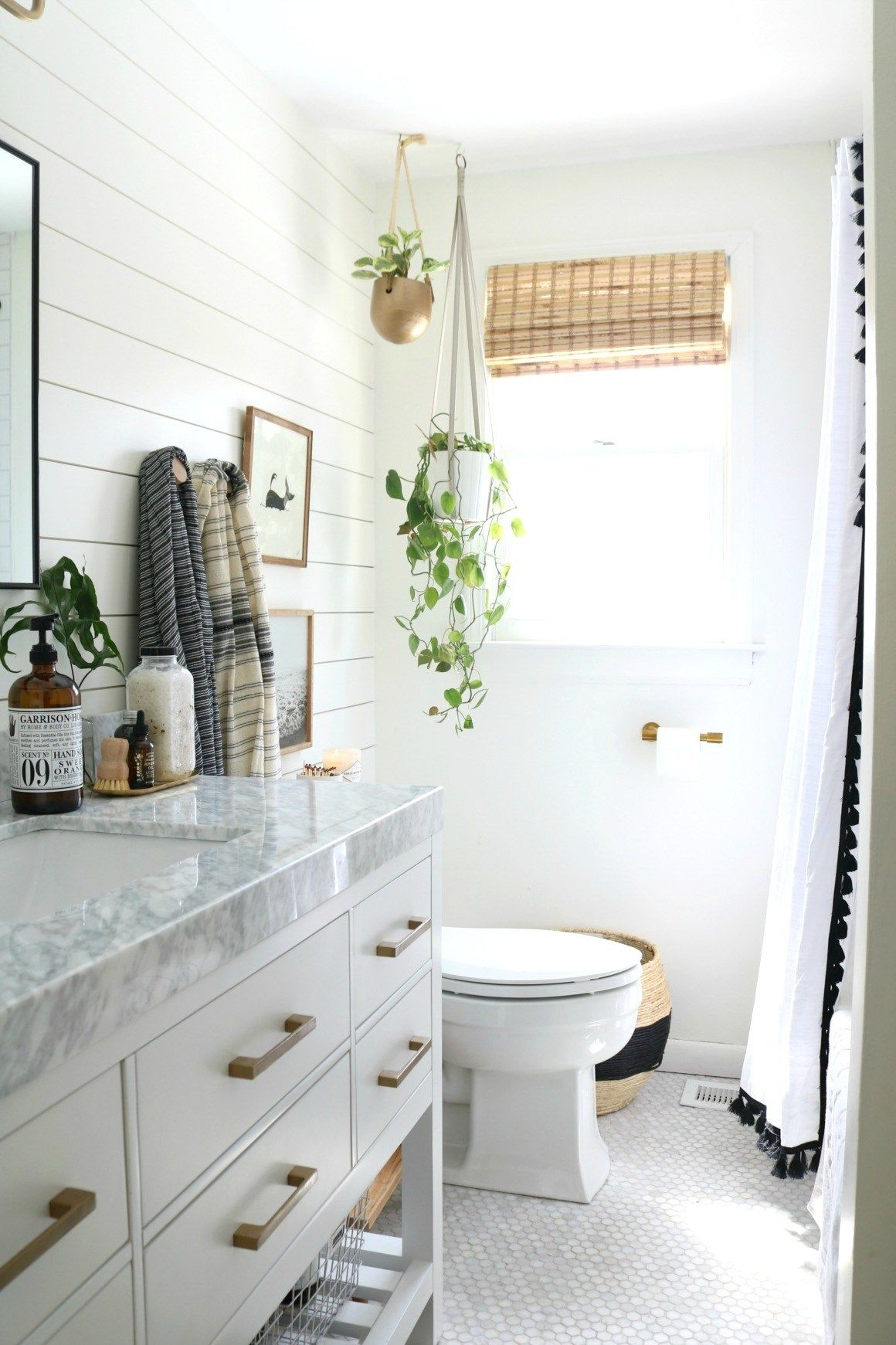 Affordable Bamboo Woven Shades And Fabric Roman Shades Ultimate Guide Upstairs Bathrooms Bathrooms Remodel Apartment Bathroom
