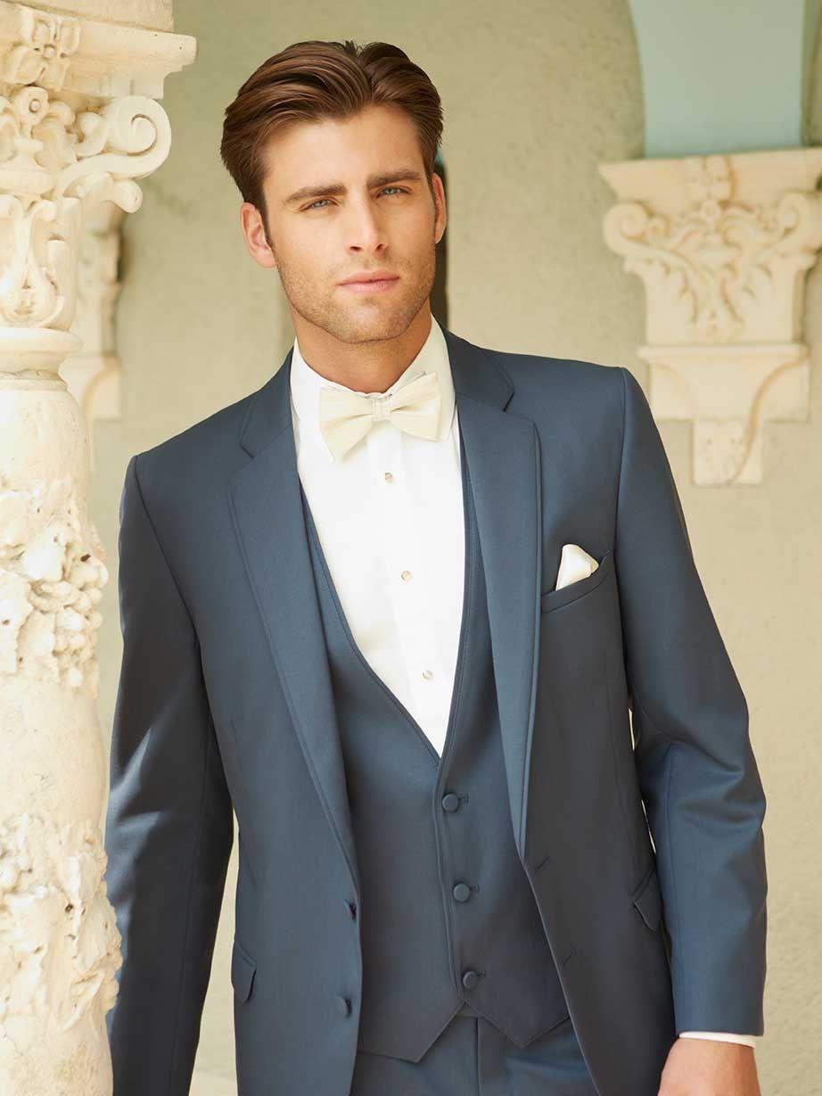 fliege blauer anzug