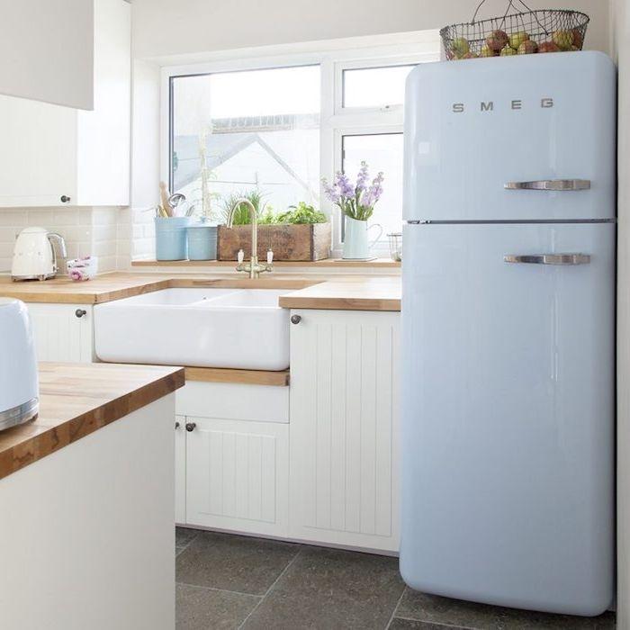 campagne decoration cuisine avec carrelage effet bton meuble cuisine blanc frigo bleu clair - Frigo Bleu