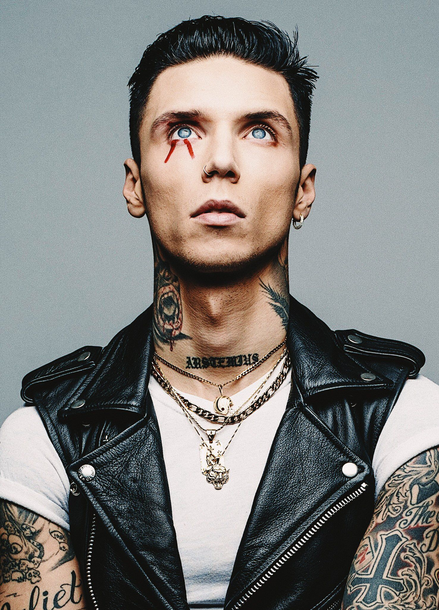 Andy Biersack on (With images) | Black veil brides andy ...