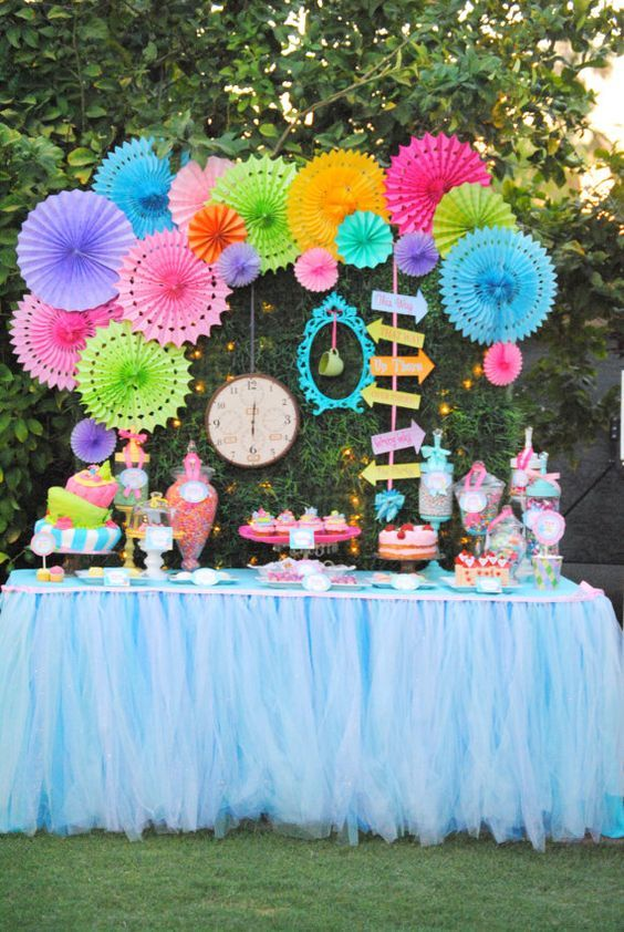 Bold Table Alice In Wonderland Party Alice In Wonderland Tea Party