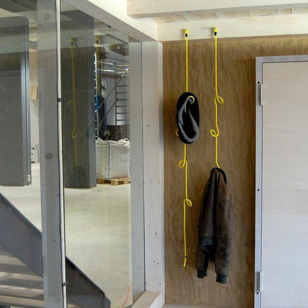 Hakenleisten garderobe aus seil ein designerst ck von for Garderobe versteckt
