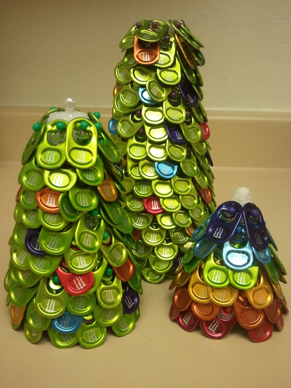 Colored Monster Tab Xmas Trees | Pop Can Tab Crafts | Pinterest ...