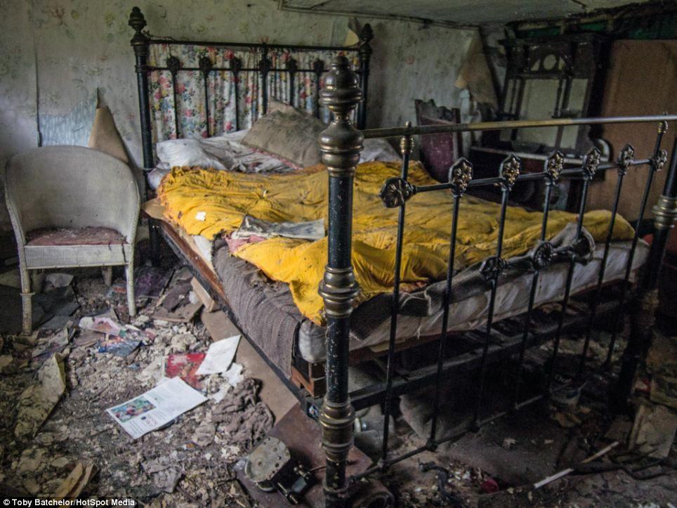 Abandoned cottage in Hertfordshire, England.