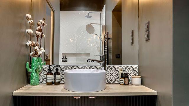 Salle de bains  alternatives au carrelage mural ? PVC, lambris